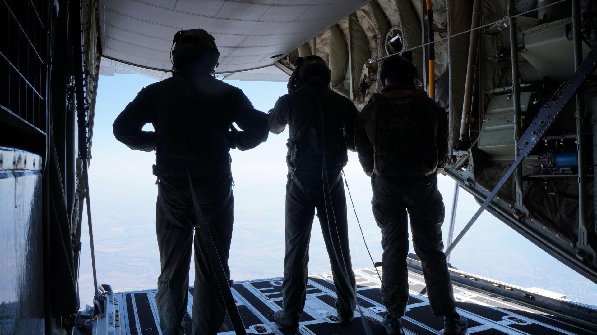 Военното учение със САЩ край Пловдив: Ето ги най-новите парашути Летящо крило (снимки)