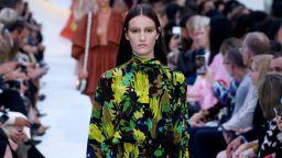 Valentino с колекция, вдъхновена от Ренесанса, Русо и италианската лятна естетика
