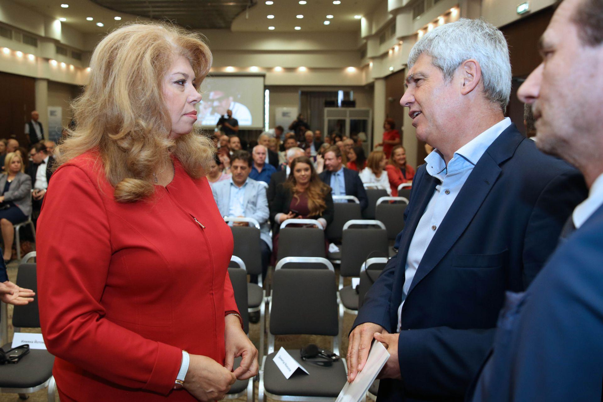 Вицепрезидентът Илияна Йотова разговаря с председателя на КНСБ Пламен Димитров