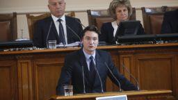 Депутатите ограничиха кредиторите, но не съвсем