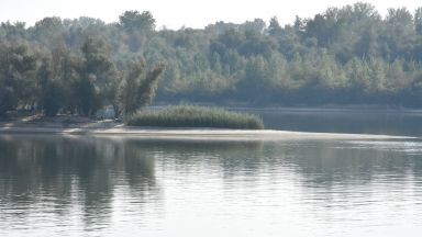 Полицай спаси самоубийца, хвърлила се в ледените води на Дунав