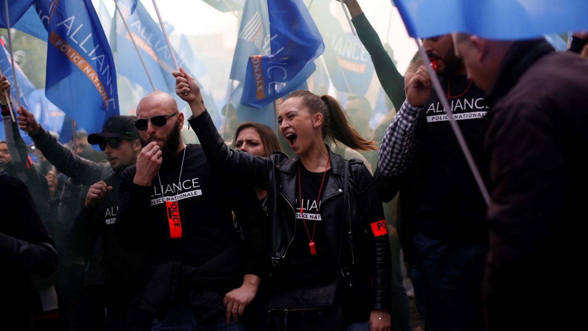 Хиляди френски полицаи участваха в протестно шествие в Париж