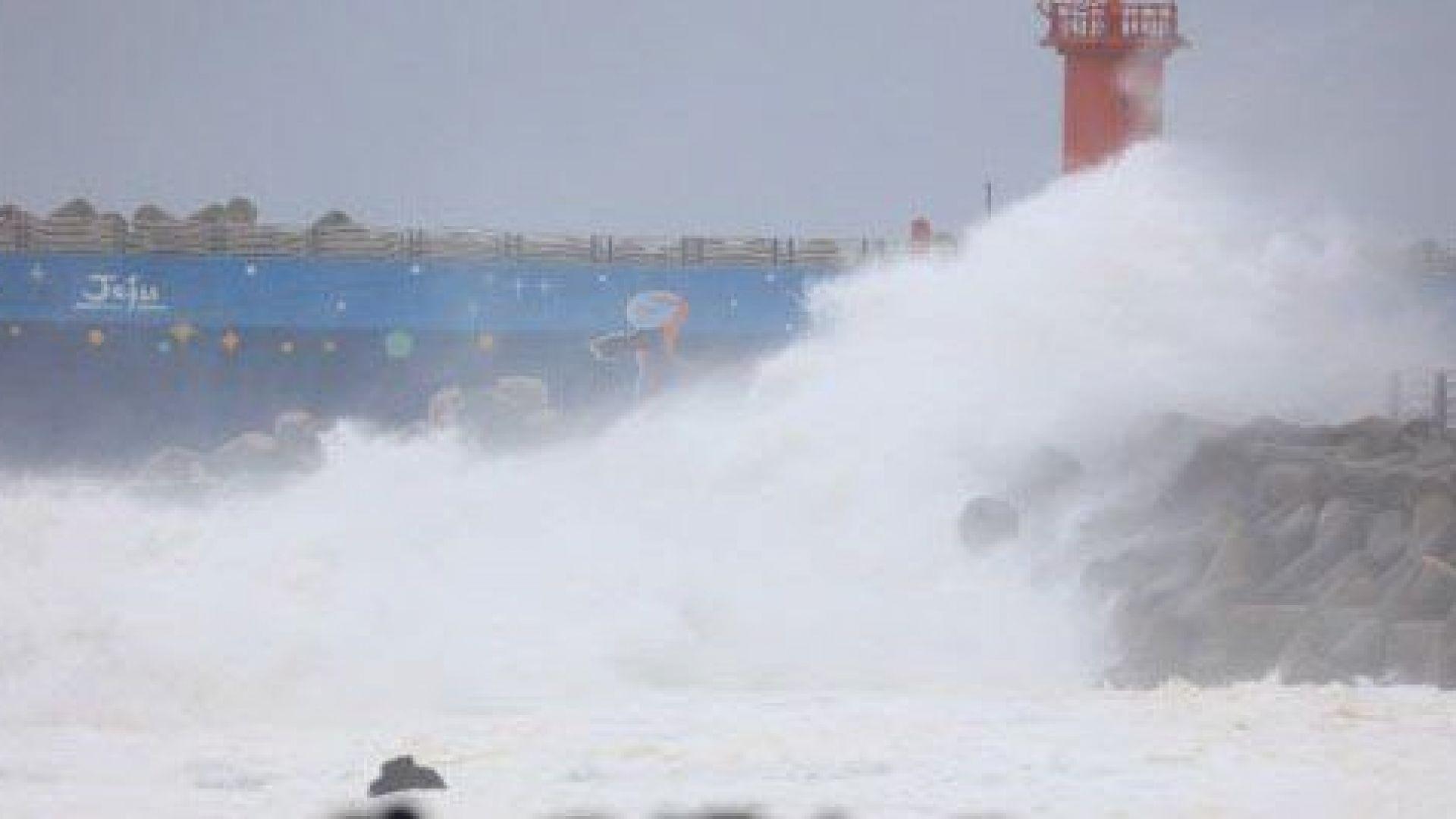 Тайфунът Митаг причини смъртта на най-малко четирима човека в Южна