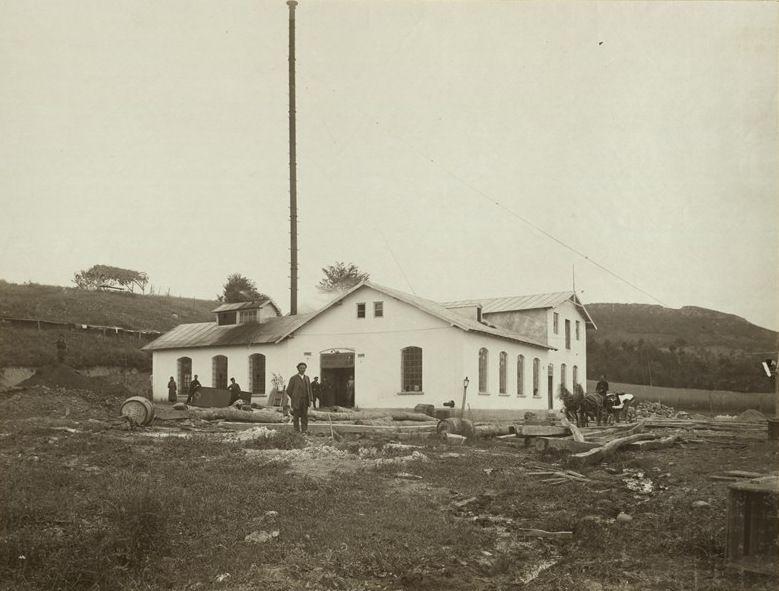Първата фабрика на Пенчо Семов за прежди и гайтани
