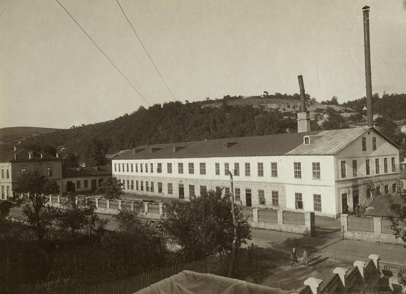 """Основната фабрика на Семов се нарича """"Успех"""""""