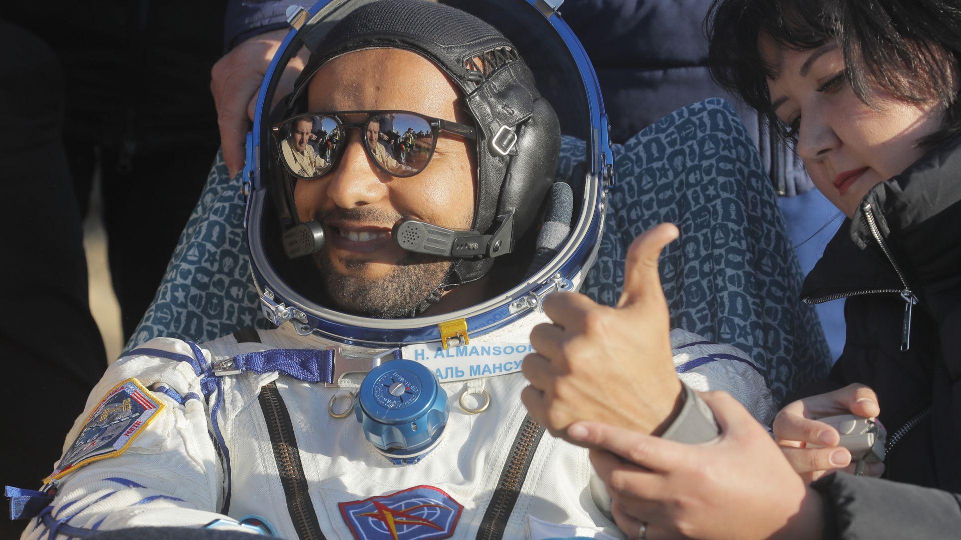 Първият космонавт на Обединените арабски емирства се върна на Земята