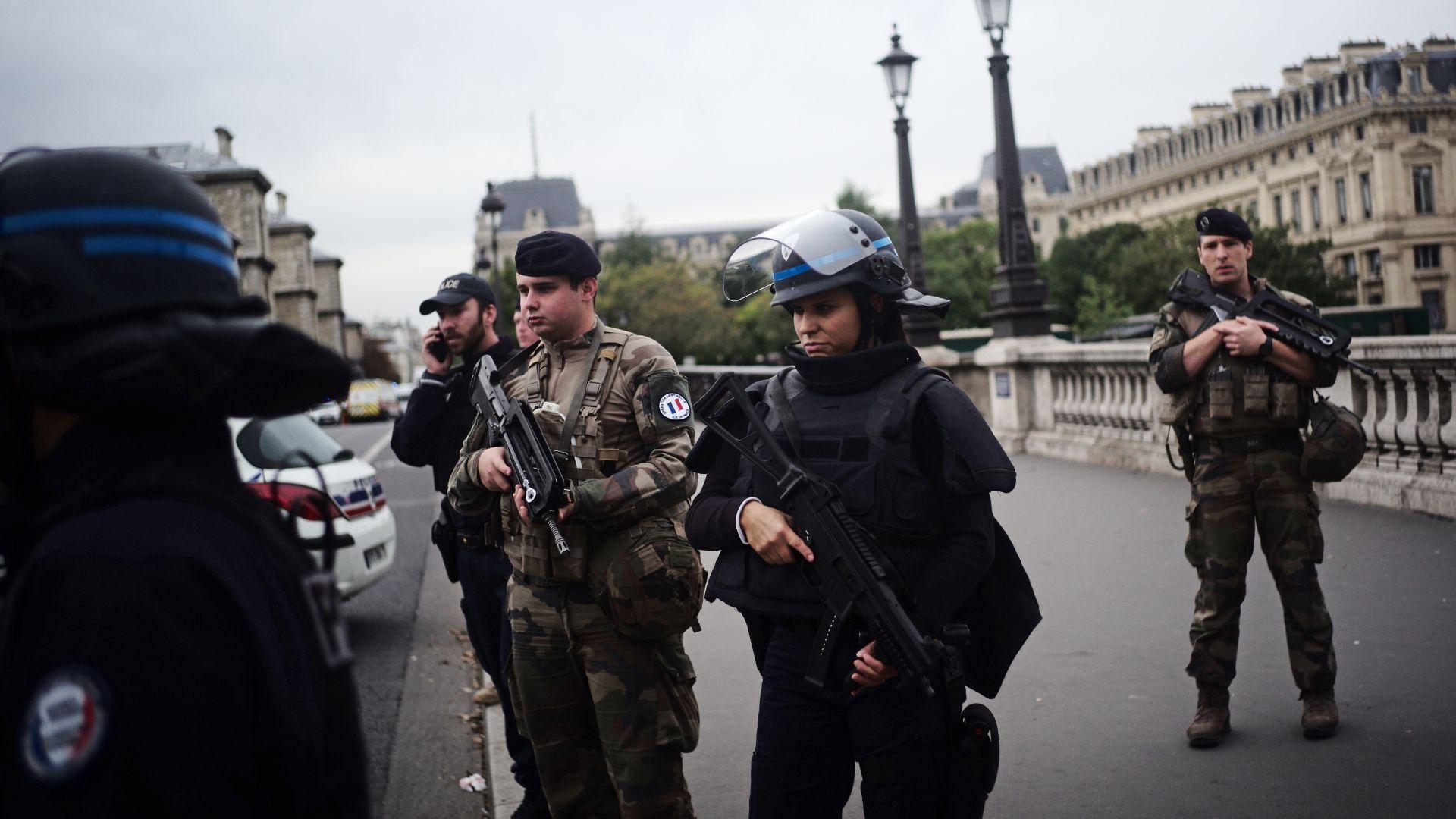 Бивш служител на реда уби с нож четирима полицаи в центъра на Париж