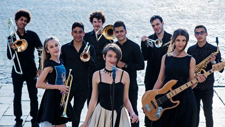 Младежкият джаз бенд е създаден през 2018-а под ръководството на известния джаз тромпетист Тодор Бакърджиев.