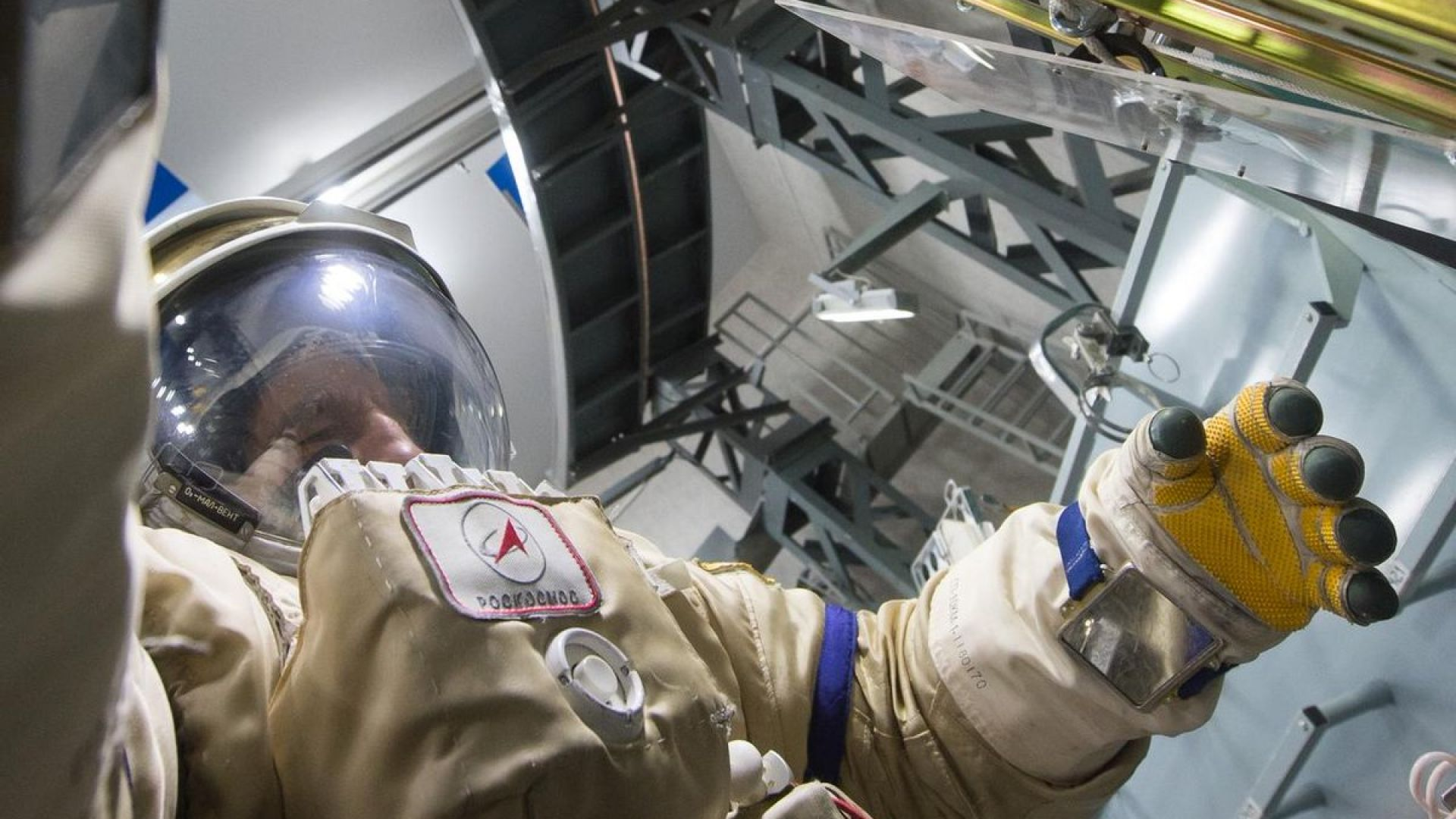 Руски космонавти: В безтегловност се спи по-добре