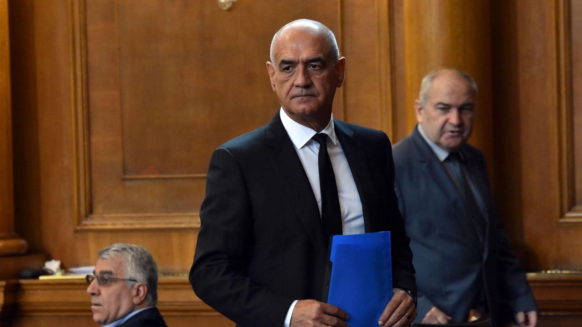 БСП праща в прокуратурата твърденията на Дечо Дечев за източване на НЗОК