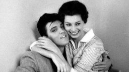 Краля и Дивата - една случайна среща на Елвис и София Лорен
