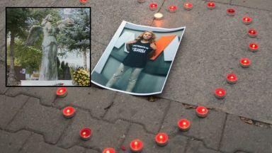 Година след жестокото убийство на Виктория осветиха паметник на гроба й