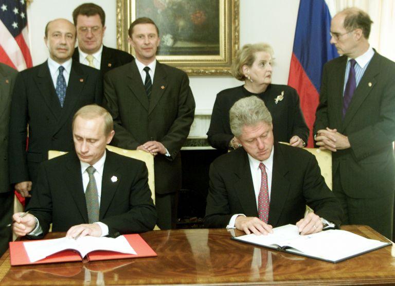 Септември 2000 г. - Президентите на САЩ и Русия - Бил Клинтън и Владимир Путин, подписват Инициативата за сътрудничество за стратегическа стабилност в Ню Йорк.