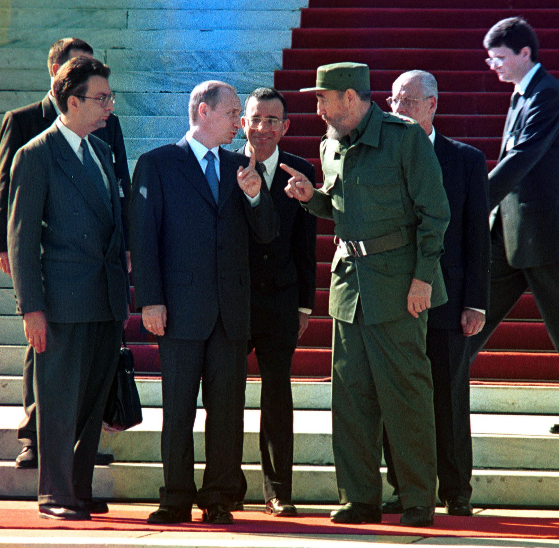 14 декември 2000 г. - Владимир Путин разговаря с кубинския президент Фидел Кастро в Хавана по време на двудневно посещение в Куба, първо за руски лидер след разпадането на бившия Съветски съюз.