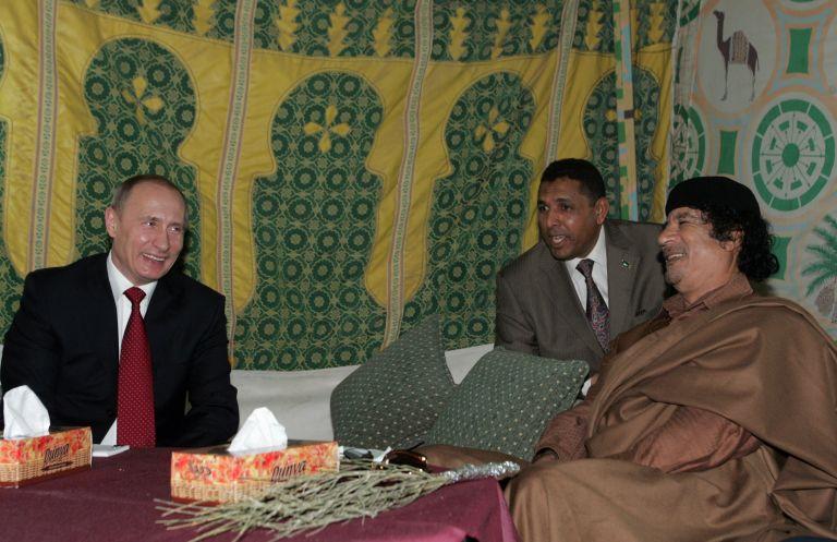 16 април 2008 г. - Владимир Путин се среща с либийския лидер Муамар Кадафи в Триполи, Либия.