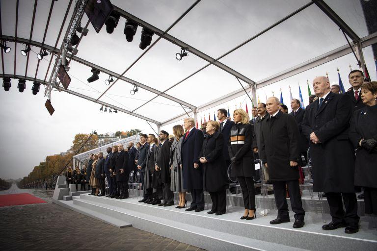 11 ноември 2018 г. - Първата дама Мелания Тръмп, президентът на САЩ Доналд Тръмп, германският канцлер Ангела Меркел, френският президент Еманюел Макрон, съпругата му Брижит Макрон, руският президент Владимир Путин и други държавни и правителствени ръководители по време на възпоменателната церемония в Париж за 100 години от края на Първата световна война.