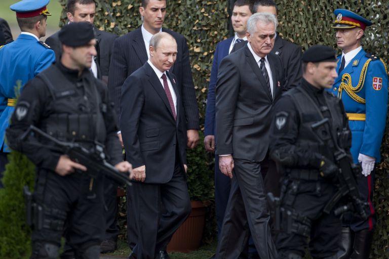 16 октомври 2014 г. - Президентите Владимир Путин и Томислав Николич по време на военния парад в Белград. Владимир Путин гостува в Белград, за да отбележи освобождението на града от Червената армия и югославските партизани през 1944 г. по време на Втората световна война.