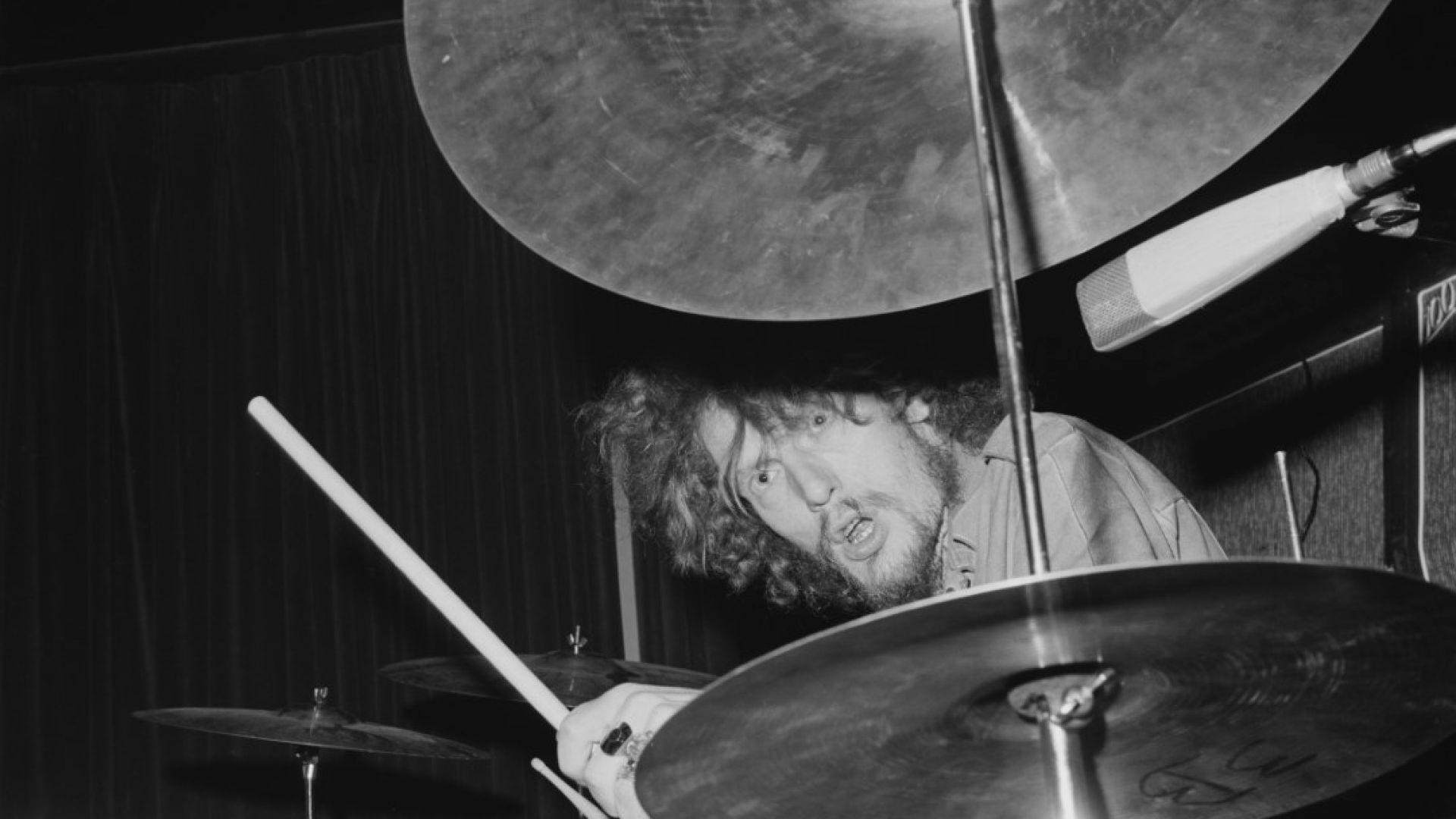 Джинджър Бейкър на концерт на Cream (1967)