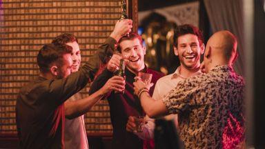 Пиячите, носещи на алкохол, изпращат сексуални сигнали на потенциални партньорки
