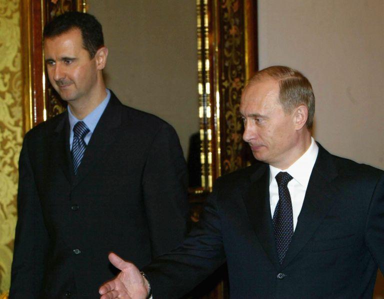 25 януари 2005 г. - Владимир Путин приема сирийския президент Башар Асад по време на срещата им в Кремъл. Русия и Сирия постигнаха сделка за преструктуриране на дълг на Сирия от съветската епоха.
