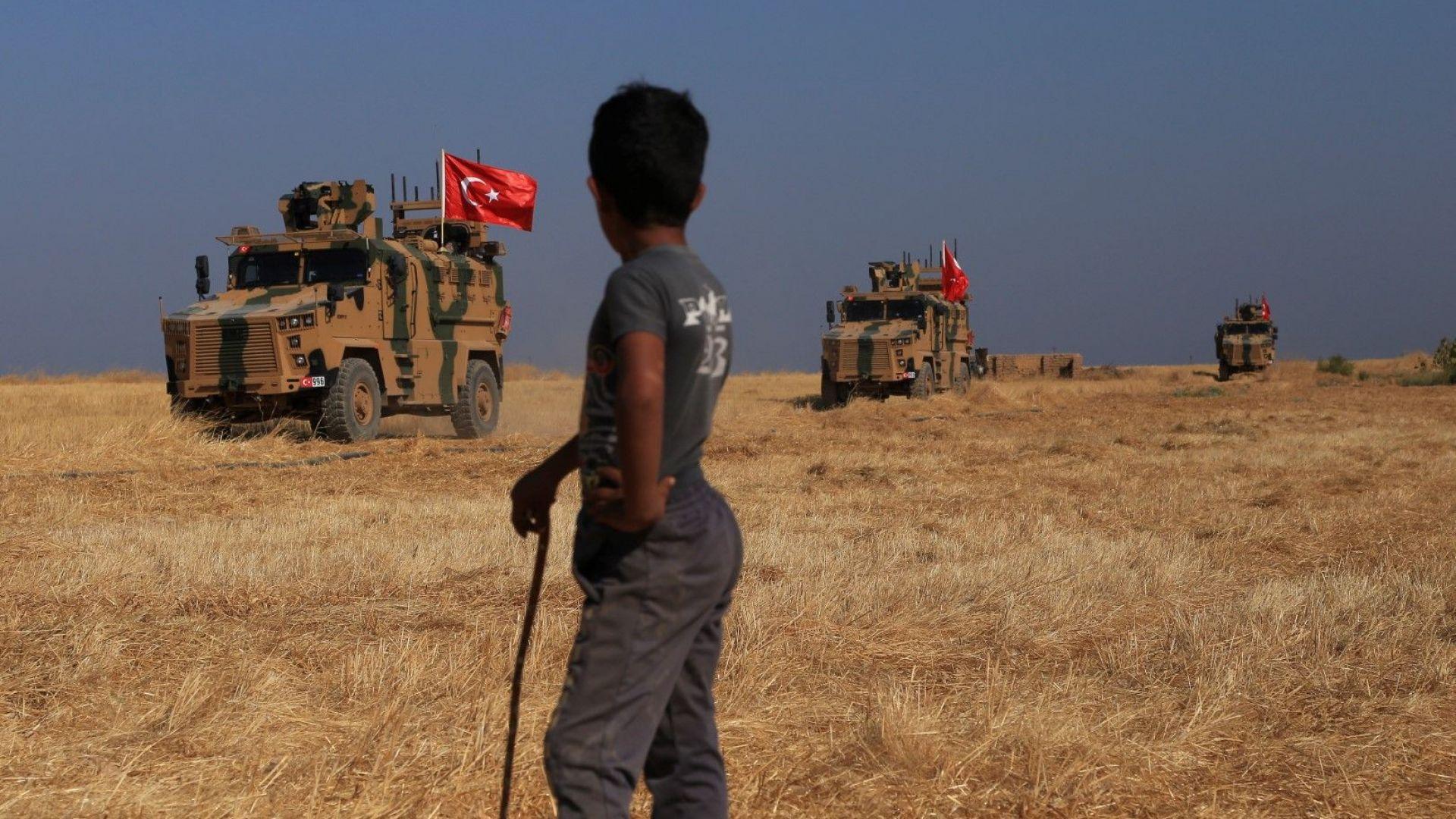 САЩ заплашиха Турция с тежки санкции, но Анкара продължава настъплението в Сирия