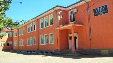 Паника в Сливен: родителите извадиха стотици деца от две училища