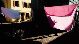 Остров Бурано, с пулсиращите му цветове и сенки