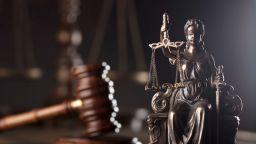 Съдът постанови 140 000 лв. на родителите на Краси, загинал от паднала врата