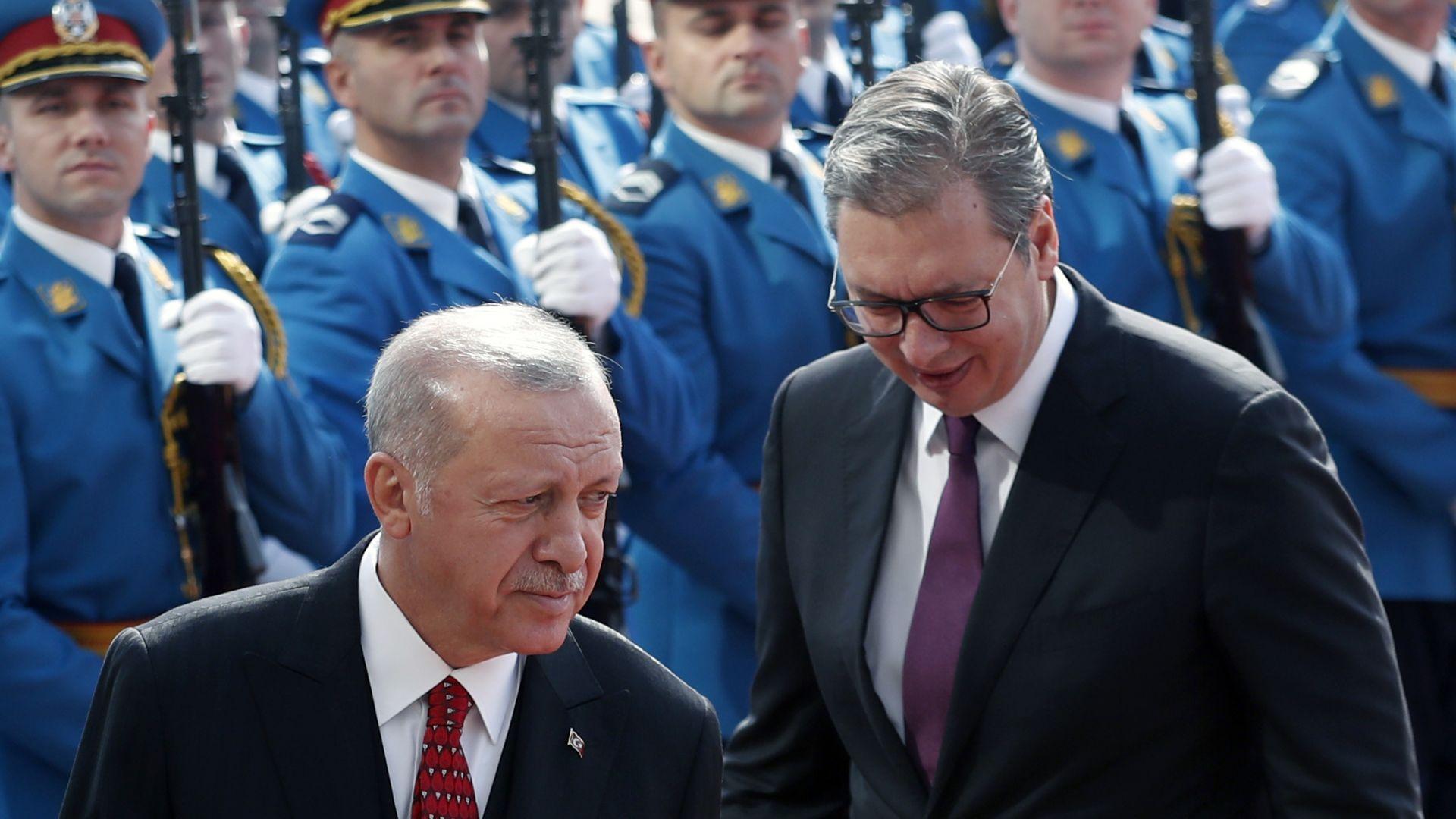 Ердоган пристигна в Белград, сръбски самолети го съпровождаха във въздуха