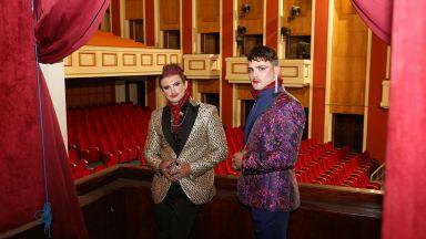 """Флашмоб пред Музикалния театър за премиерата на """"Прилепът"""""""