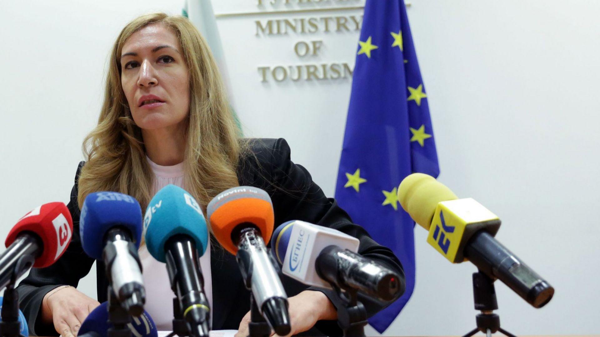 Ангелкова: Ще питаме ЕС за държавна помощ в туризма, но да не счупим бюджета