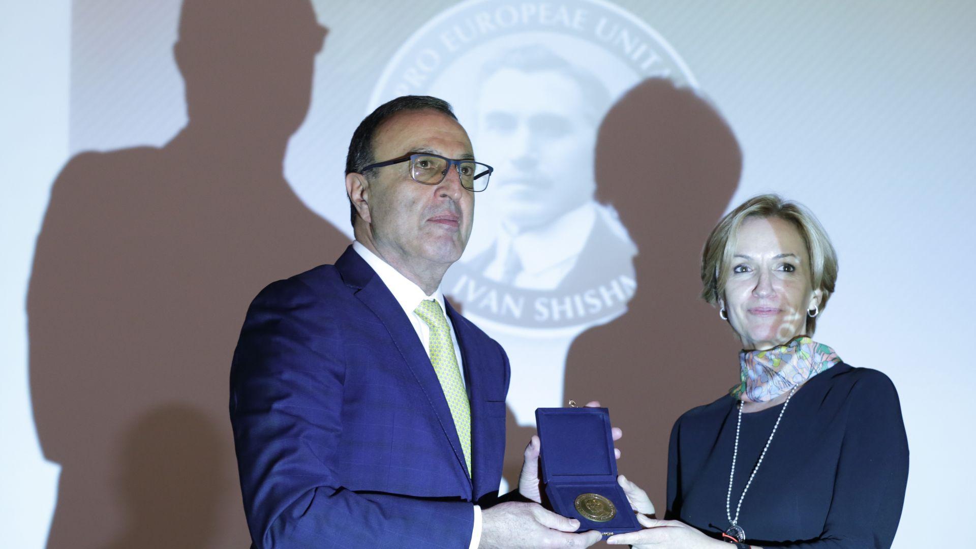 Президентът Петър Стоянов награден с отличието за европейски принос