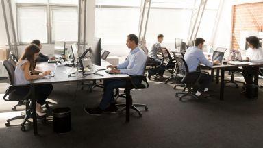 КНСБ: Масово се злоупотребява с работното време - повече труд, без пари