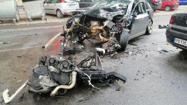 Кола се заби в автобус, друг шофьор помете 6 коли в Пловдив (снимки)