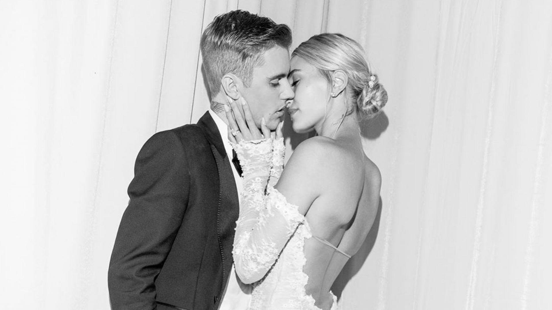 """Хейли Болдуин с воал """"Докато смъртта ни раздели"""" на сватбата"""