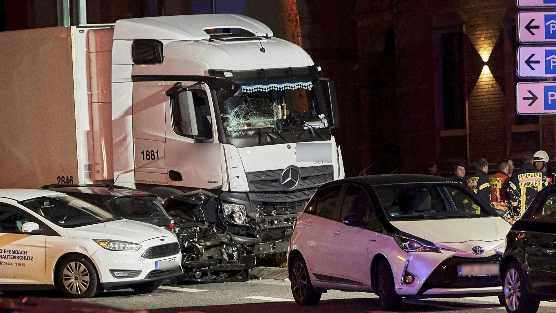 Сирийски мигрант е мъжът, блъснал с камион 8 коли в Германия (видео)