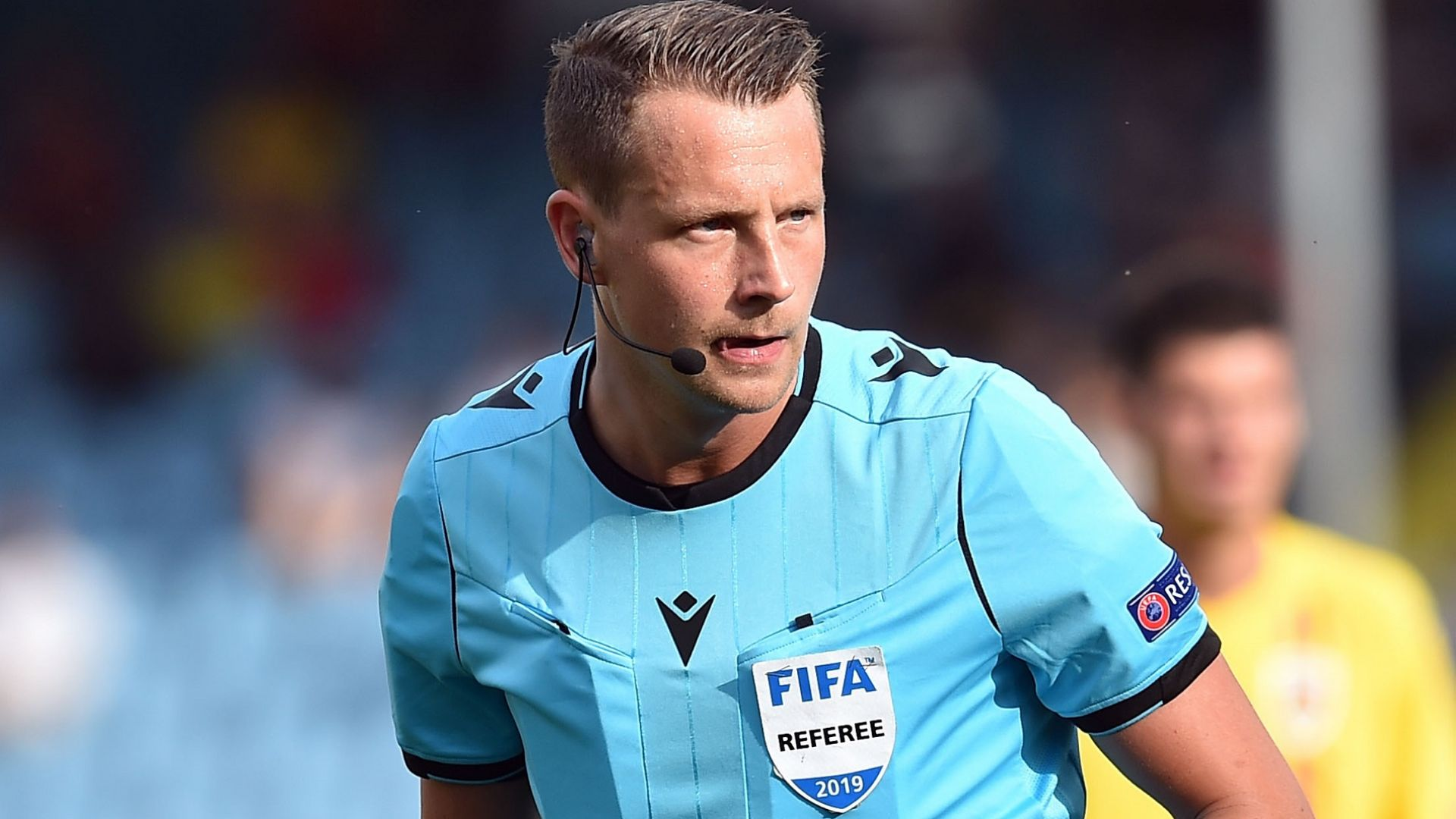 Шведски полицай, който не ни е на късмет, ще свири мача с Черна гора