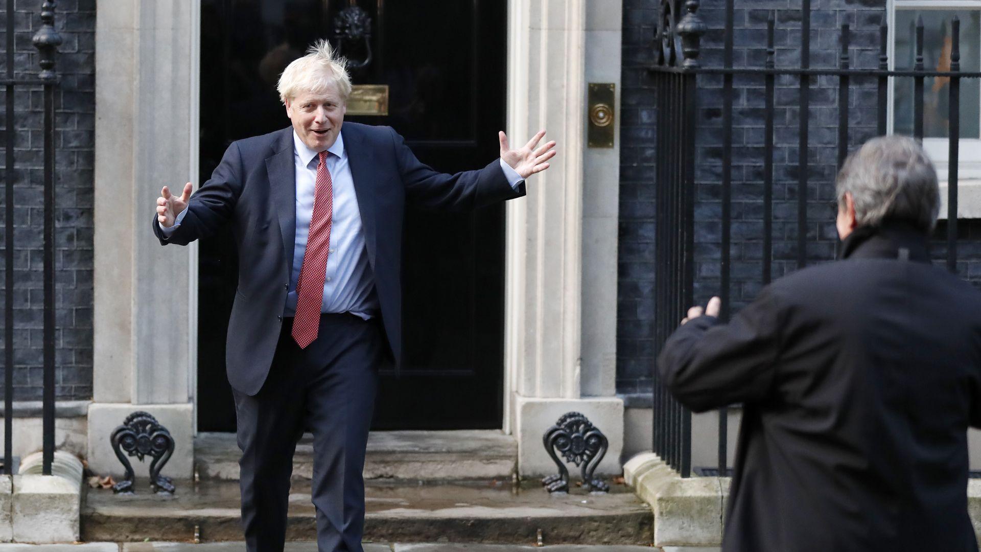 """Разочарован, Борис Джонсън се извини на своите за """"болезненото"""" отлагане на развода с ЕС"""