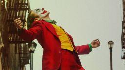"""""""Жокерът"""" чупи рекорди в Гърция, след като полицията изведе напълнолетни от киносалоните"""