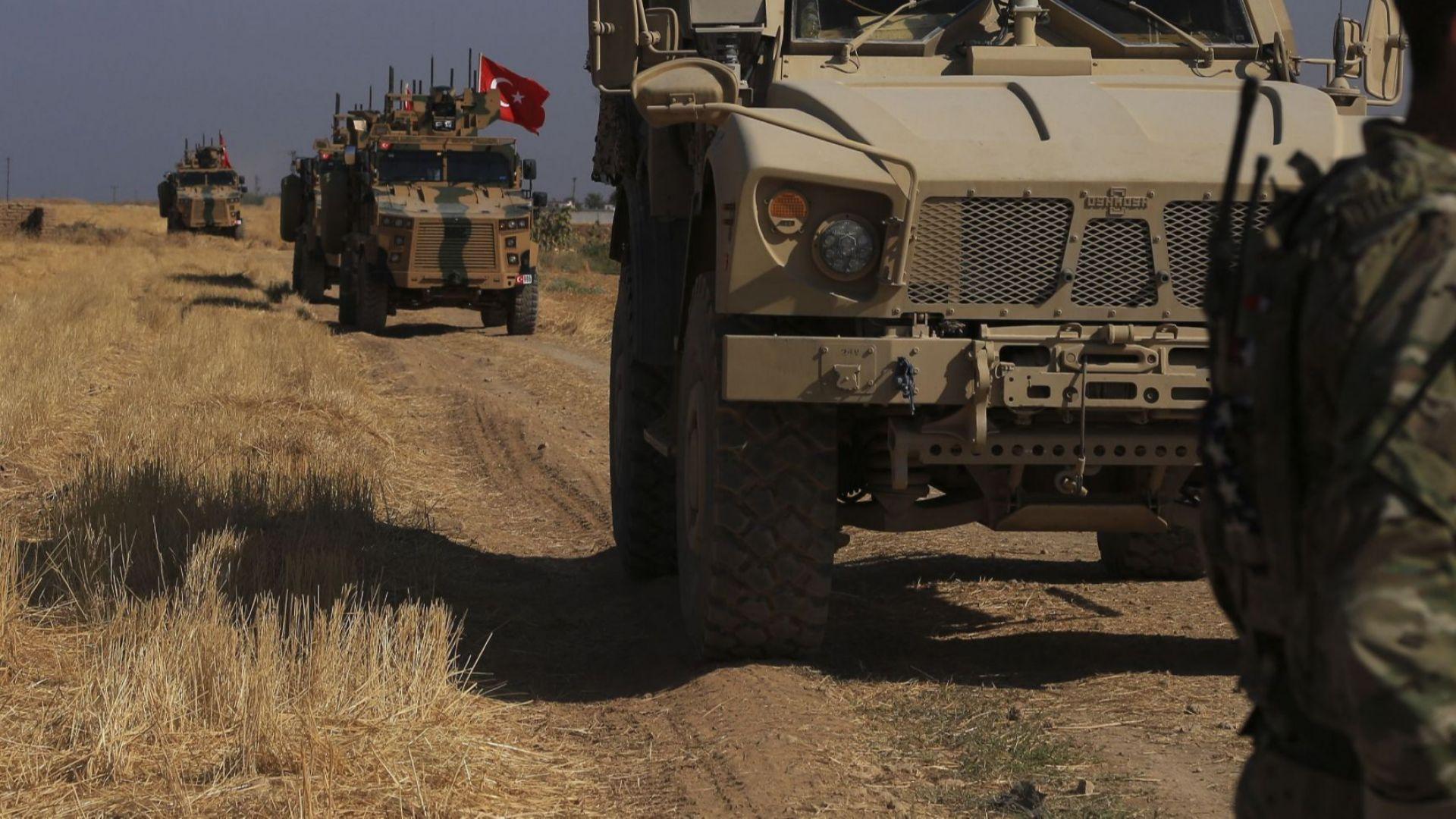 """""""Атаката е неминуема"""": Турция насочи гаубиците към Сирия"""