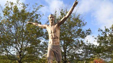 Поругаха статуята на Златан пред стадиона на родния му клуб