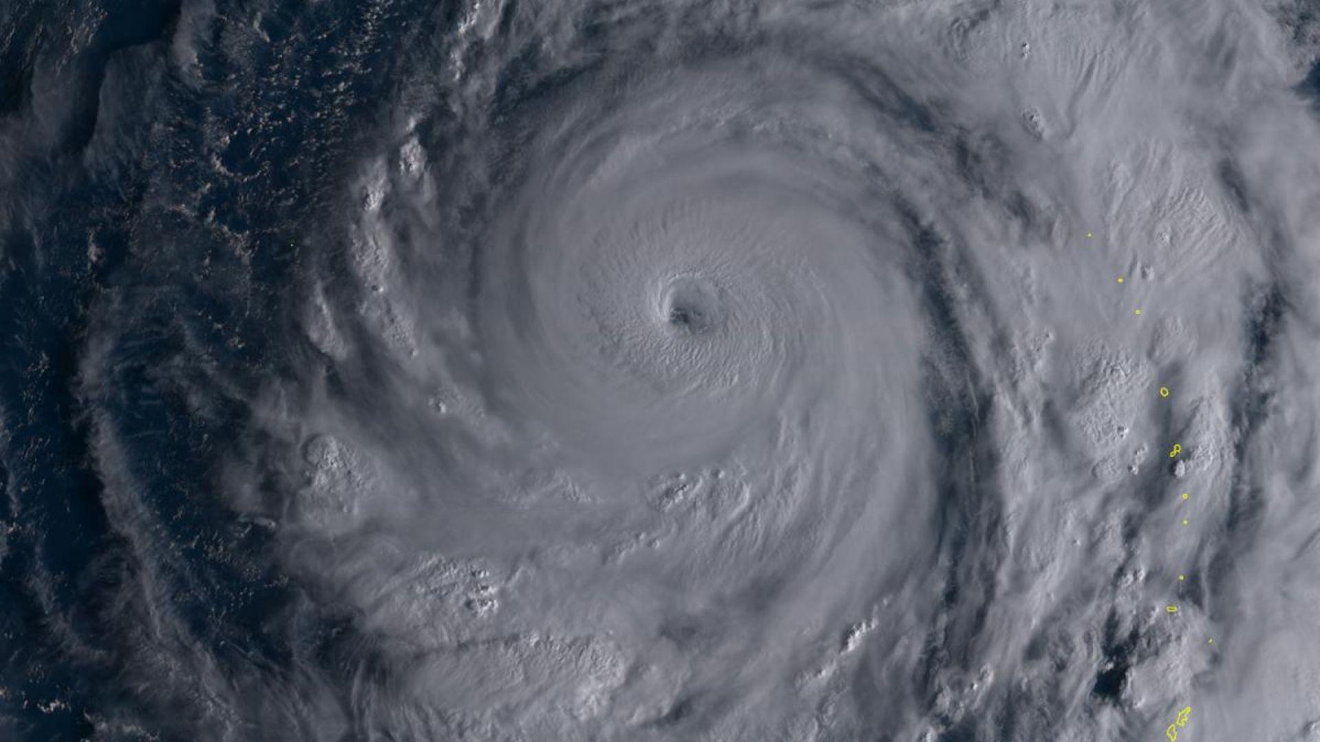 Тропическите циклони, активни  в Атлантика и Тихия океан