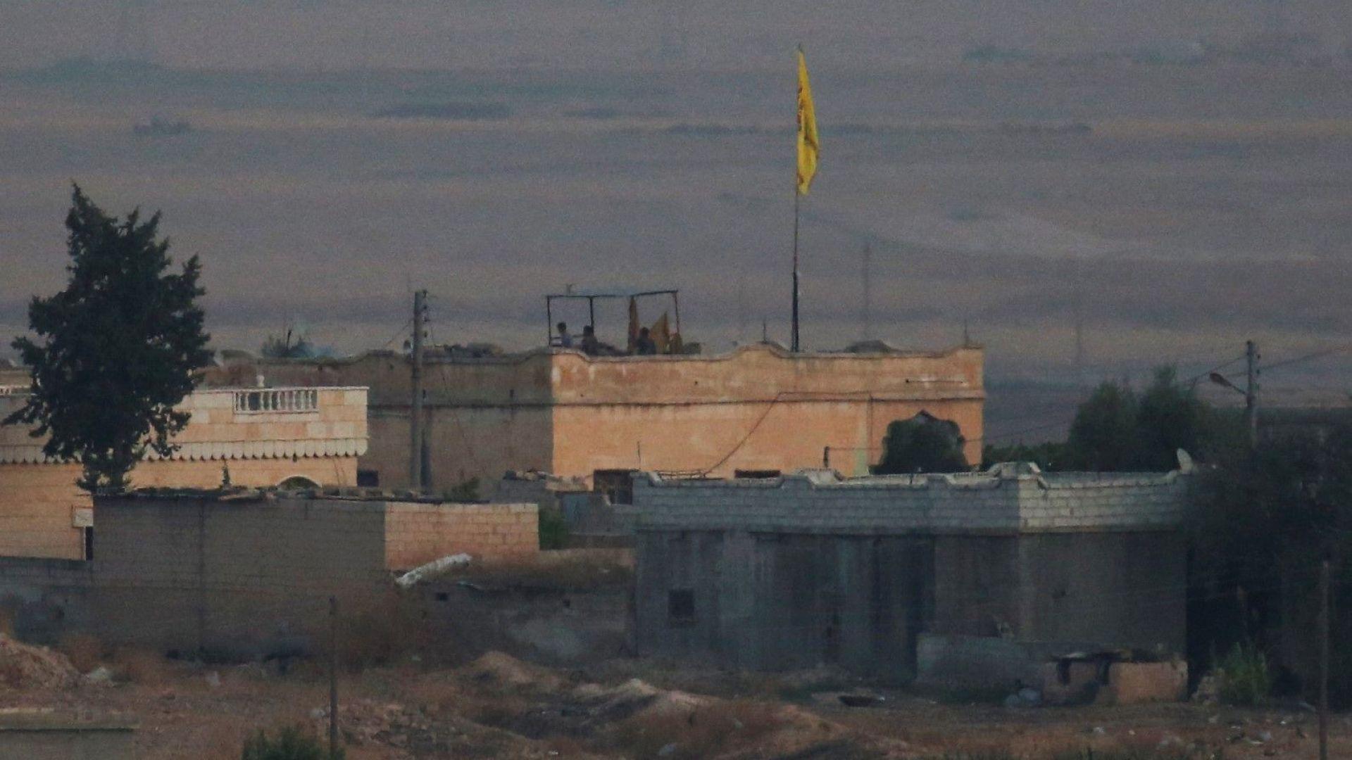 Турски войници са започнали да преминават в Североизточна Сирия, обстрелвани са градове
