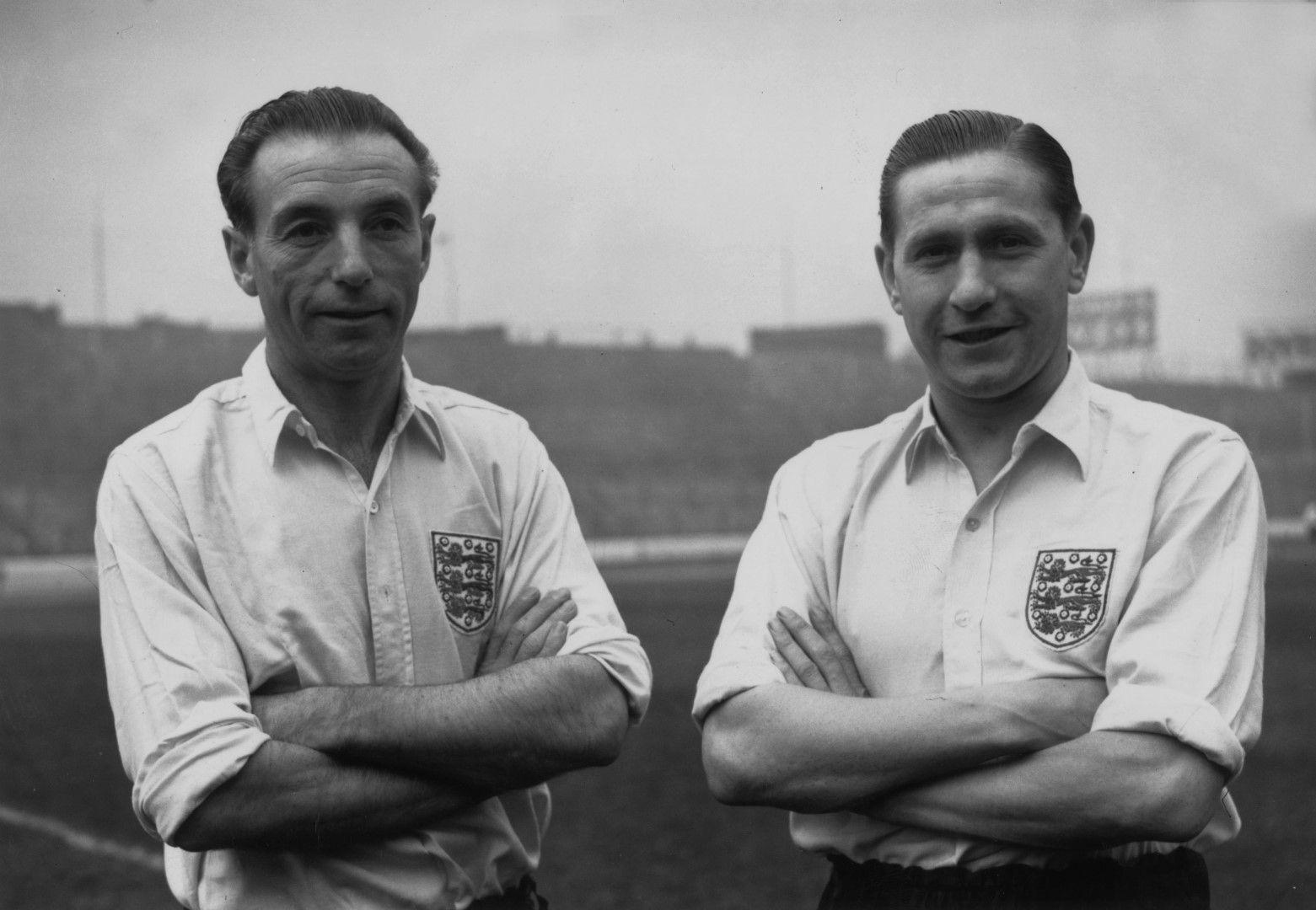"""Сър Станли Матюс - първият носител на """"Златна топка"""" (вляво) и друг великан на английската игра от онези години - Стан Мортенсен"""