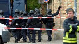 55 г. затвор за две жени за неуспешен опит да взривят кола до Нотр Дам