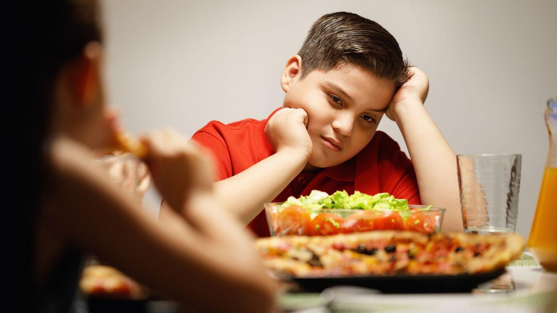 Родителите, които принуждават децата да пазят диета, вредят на здравето им