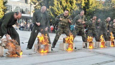 Армията набира войници, матроси и гвардейци с демонстрации (снимки)