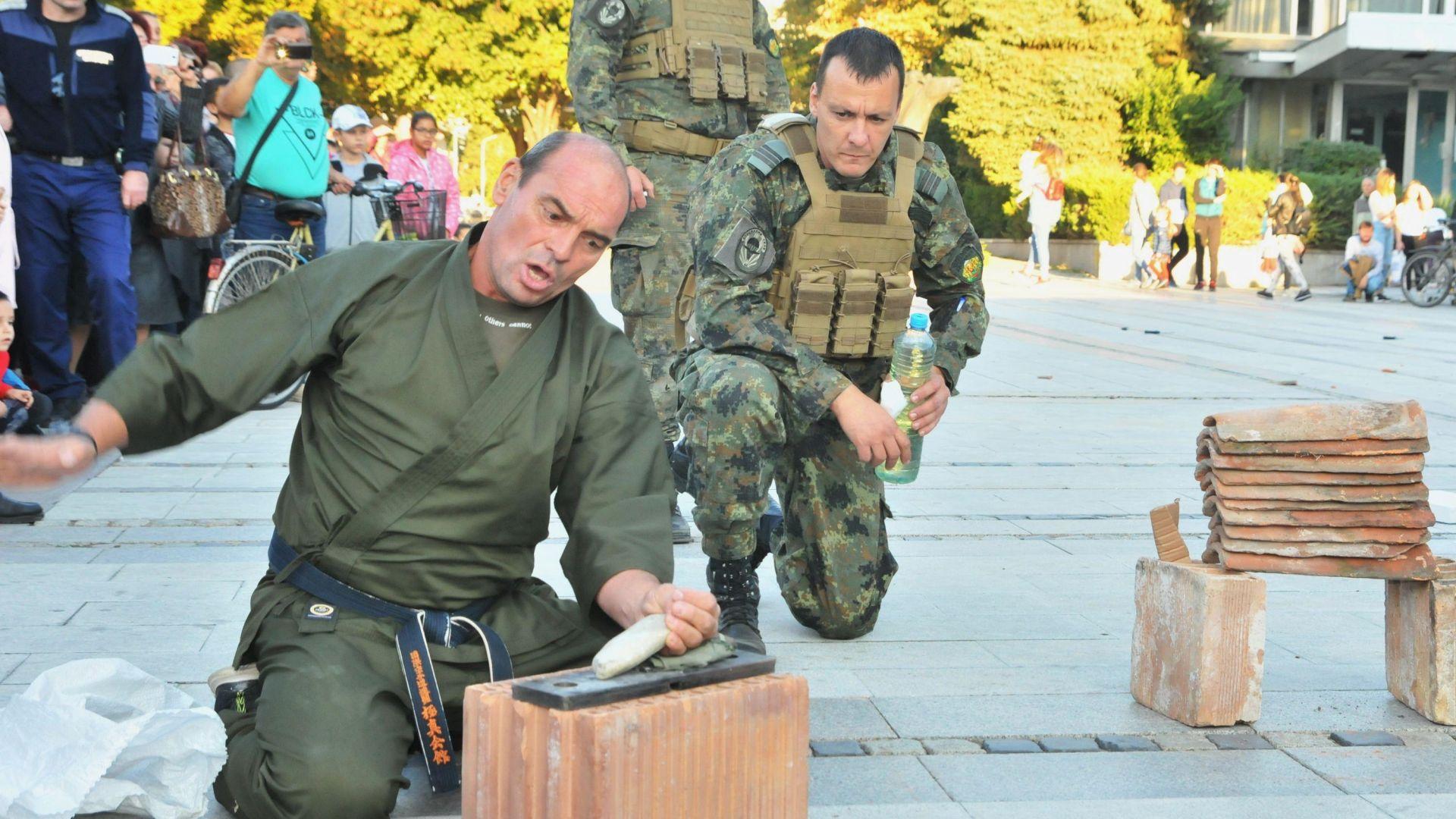 Вдигат възрастта за военна служба