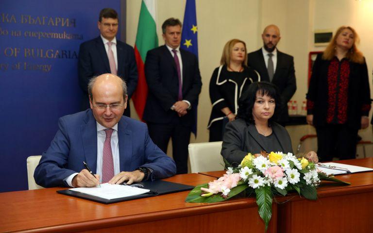 Двамата министри подписаха споразумение за установяване на данъчен режим по проекта за изграждане на интерконектора