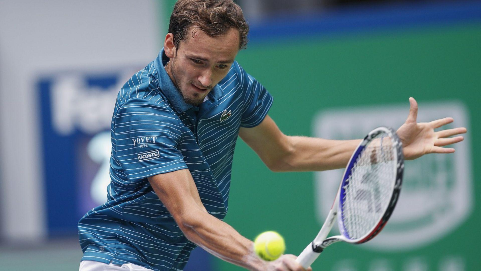 12 от 12 - Медведев отново е непоклатим на четвъртфинал